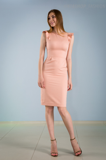 Розовое офисное платье